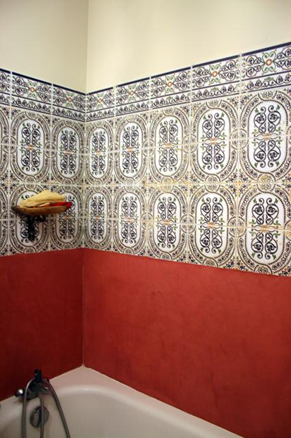 cr dence baignoire flore molinaro. Black Bedroom Furniture Sets. Home Design Ideas