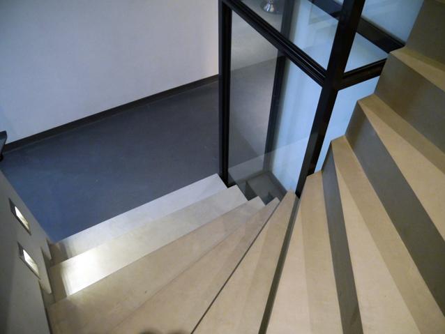Escalier en mortier fin liss marius aurenti flore molinaro - Escalier beton lisse ...