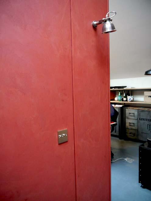 mur en b ton cir rouge pour la fondation entreprendre 75017 paris flore molinaro. Black Bedroom Furniture Sets. Home Design Ideas