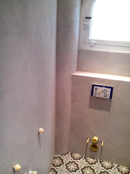 Mur salle de bain flore molinaro for Enduit mur salle de bain