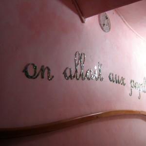 Lettrage mural en mosaique