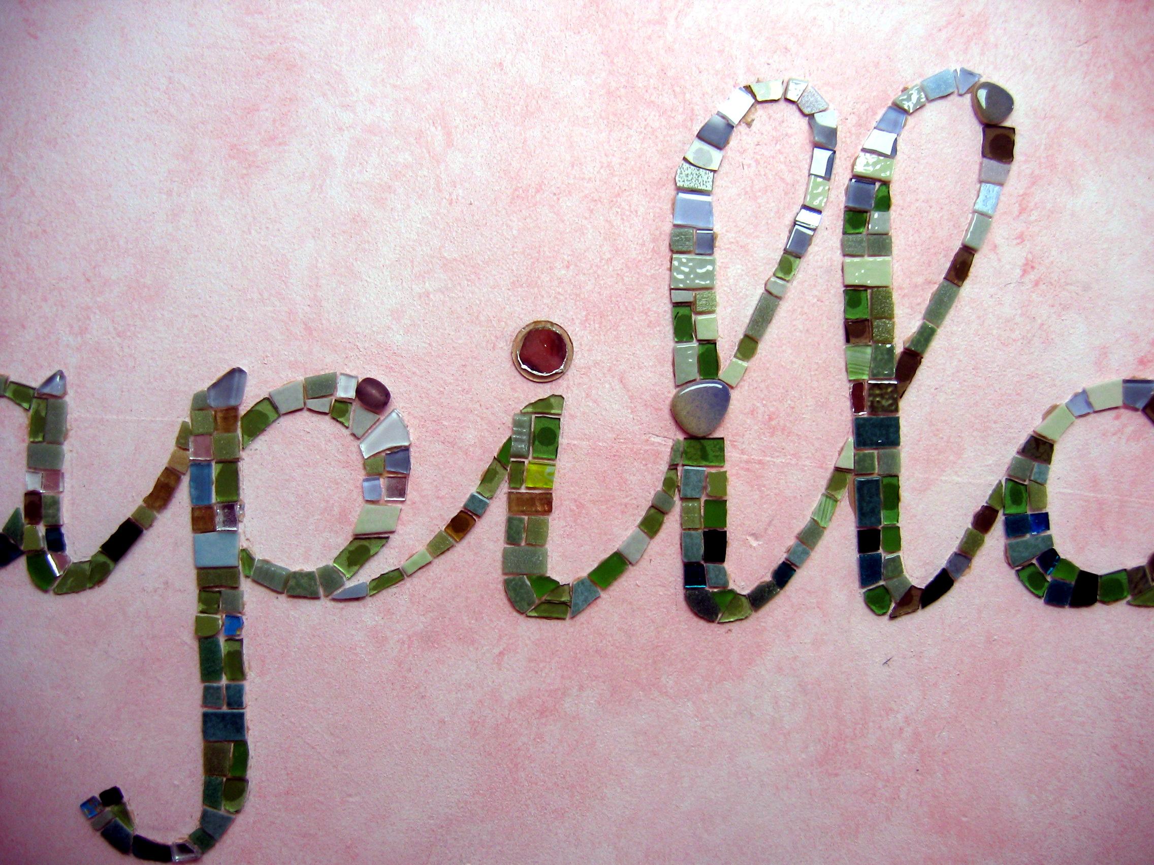 Lettrage mural en mosaïque