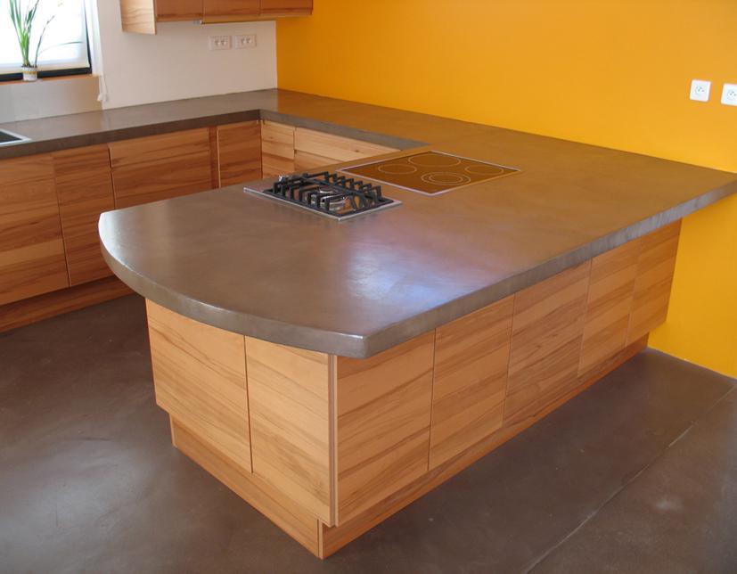 Plan de travail en b ton cir couleur chocolat flore molinaro for Plan de travail en beton cire prix