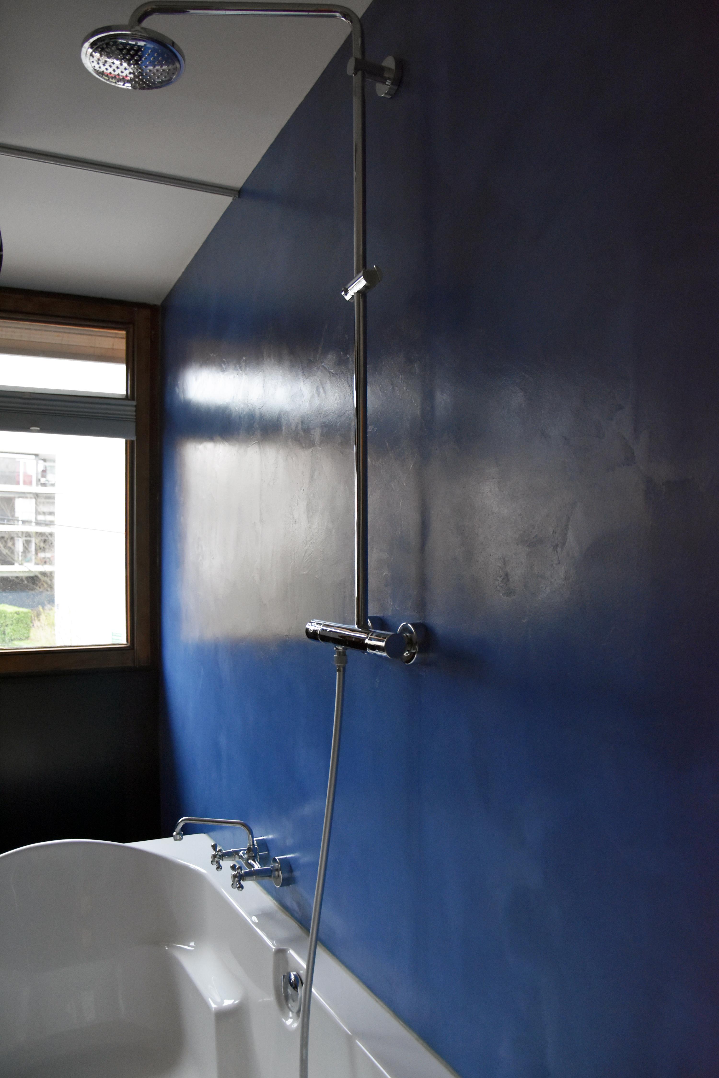 Salle de bain en béton ciré Bleu Flore Molinaro